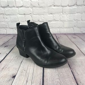 NWT Unisa Black Bootie Side Zip Ankle Boots Sz 7.5